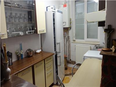 Apartament cu 3 camere, mic si cochet