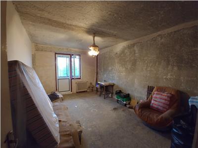 Se vinde cu 10500 €  apartament 4 camere in Balc