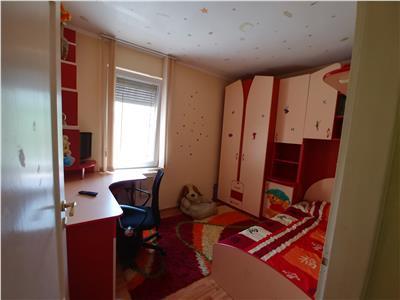 De inchiriat apartament cu 4 camere