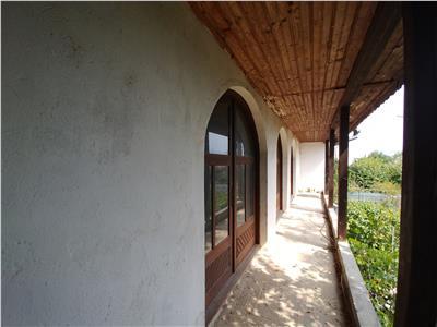 Casa cu garaj in zona linistita