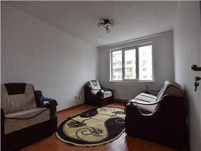 Apartament renovat la etajul I