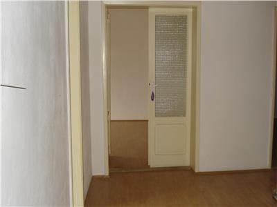 Apartament cu 3 camere