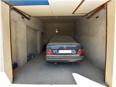 Garaj, langa Politie, de vanzare